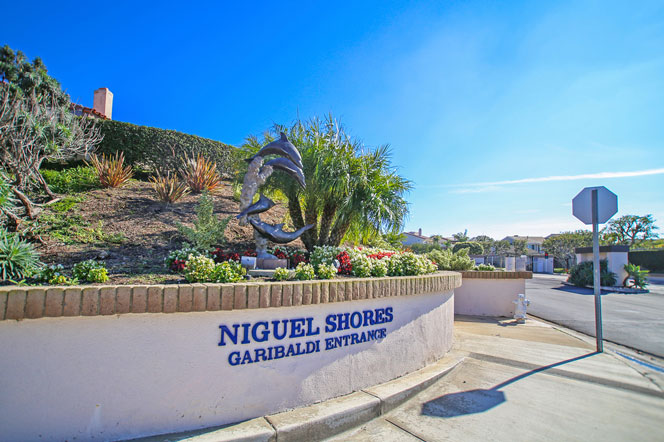 Niguel Shores Garibaldi Entrance in Dana Point, California